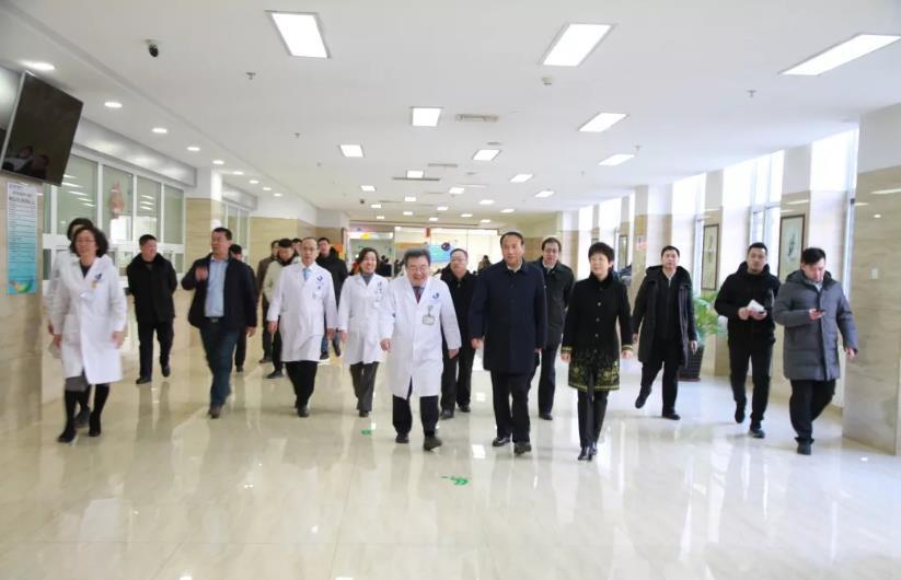 市人大主任肖盛峰到市妇儿医疗中心走访慰问